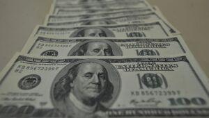El dólar tiene la mayor caída en tres semanas y cierra por debajo de R $ 5,40