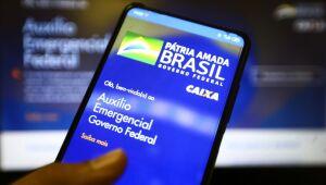 Equipe econômica estuda prorrogar auxílio emergencial até dezembro por pressão política