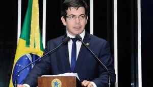 Parlamentares pedem que Bolsonaro deixe diferenças políticas fora de discussão sobre vacina