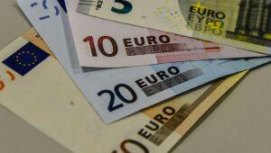 Mala misteriosa com meio milhão de euros é encontrada em porão de Paris