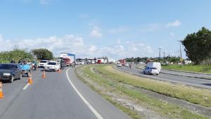Ciclista tenta fugir de assalto e morre atropelado por caminhão na BR-101, em Jaboatão
