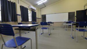 Professores da rede estadual rejeitam volta da aula presencial dia 6 e decretam estado de greve