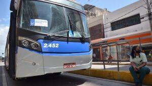 Rodoviários fazem protesto e paralisam circulação de ônibus no Centro do Recife