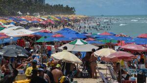 Domingo de movimentação nas praias e no Marco Zero