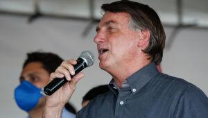 'Virei boiola, igual maranhense', diz Bolsonaro no Maranhão após beber refrigerante Jesus, rosa
