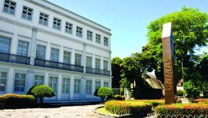 Colégio privado do Recife suspende aulas presenciais após alunos testarem positivo para Covid-19