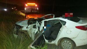 Pai e filho morrem em capotamento de carro na BR-232