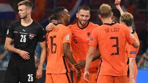 Holanda vence Áustria e se classifica para as oitavas da Eurocopa