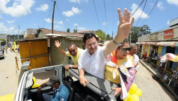 Antônio Campos percorre Olinda em minicarreata