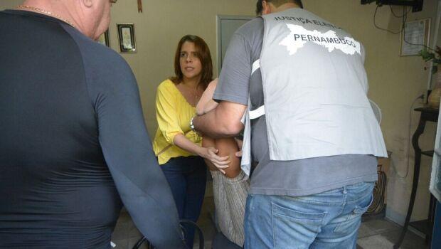 Mulher passa mal e Cristina Mello presta primeiros socorros