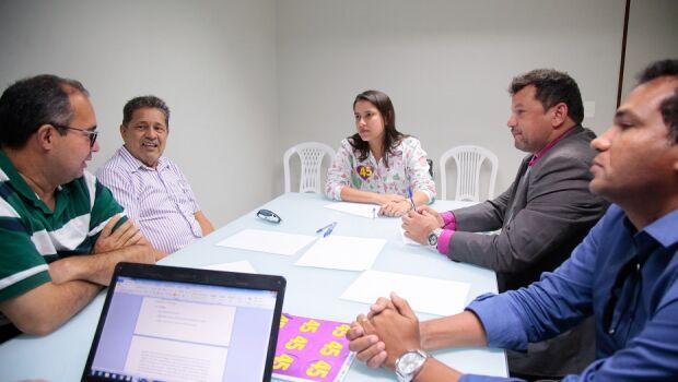 Raquel recebe apoio de educadores das redes pública e privada