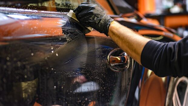 A importância da cera na limpeza do automóvel
