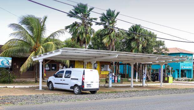 Fernando de Noronha inaugura ponto para recarga de veículos elétricos
