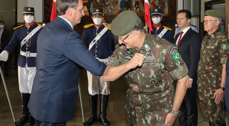 Bolsonaro multiplica por 10 número de militares no comando de estatais
