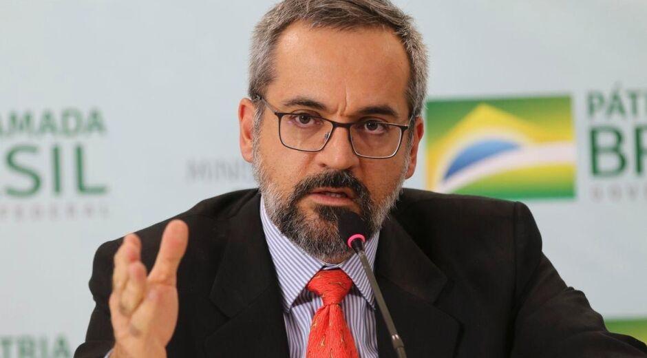 Juiz que não suspendeu nomeação de Weintraub ao Banco Mundial é tio do advogado de Queiroz