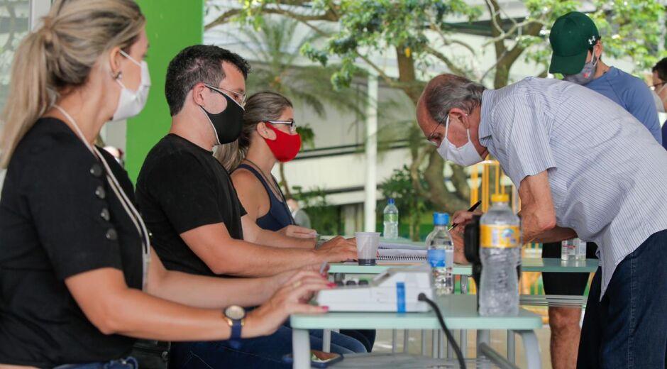 Local com maior número de eleitores do Recife tem início tranquilo de votação