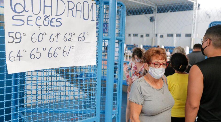 Movimentação moderada em local com mais de 6 mil eleitores na Zona Oeste do Recife