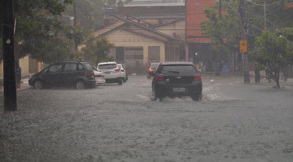 Em 12 horas, Recife registra mais de 30% da chuva esperada para todo o mês de maio