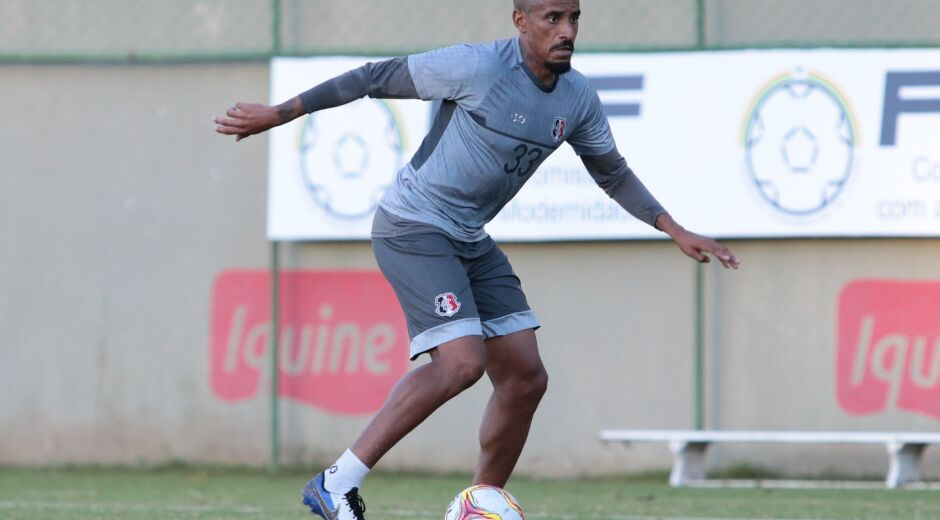 Após estreia, Everton Dias espera maior sequência com novo treinador