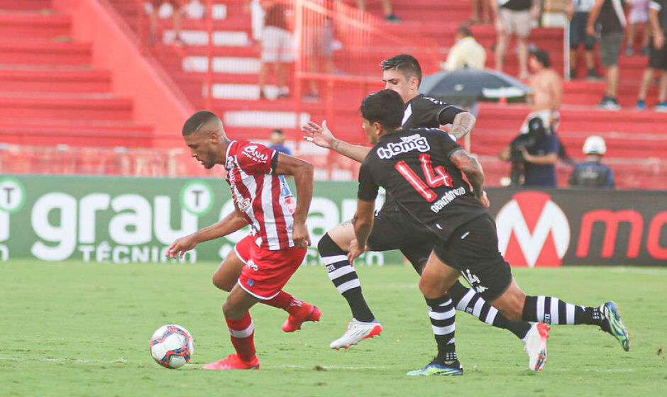 Após início com falhas, Náutico reage, mas fica no empate diante do Vasco