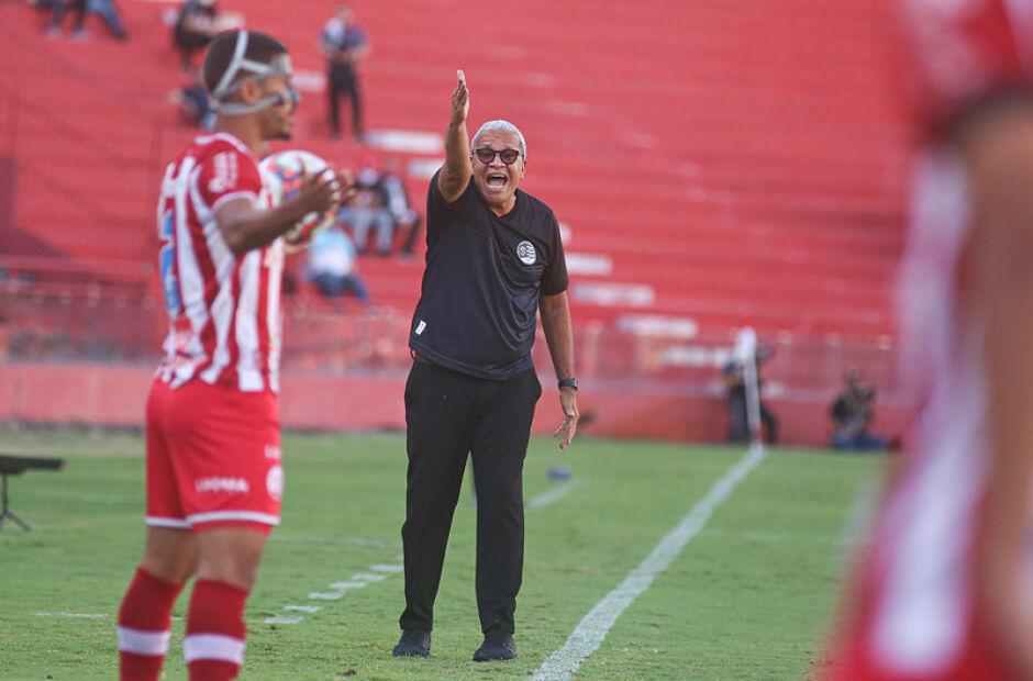 Após empate, Hélio reforça que ainda acredita em acesso