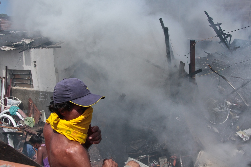 Curto-circuito provoca incêndio no Arruda