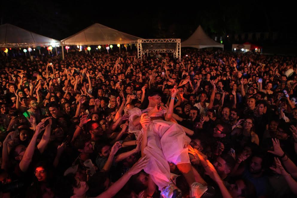 Público no show da banda Jaloo