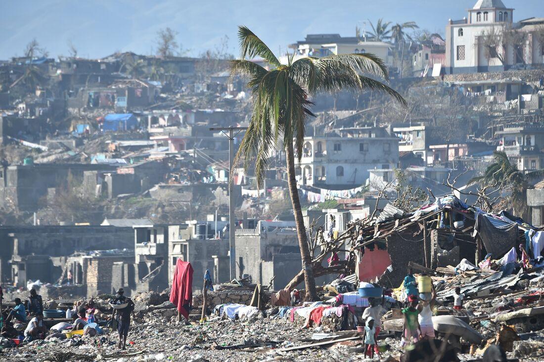 Furacão Matthew deixou mil mortos em sua passagem pelo Haiti