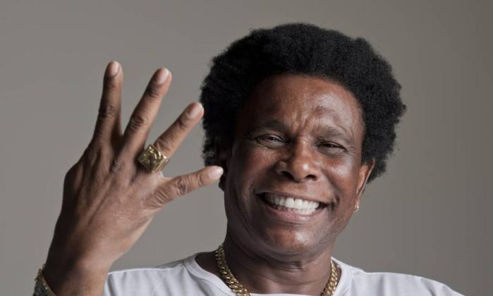Neguinho da Beija-Flor celebra 40 anos de carreira e vem ao Recife