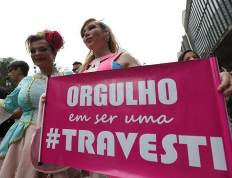 Ativistas durante o Dia Internacional contra a Homofobia e Transfobia, comemorado em maio