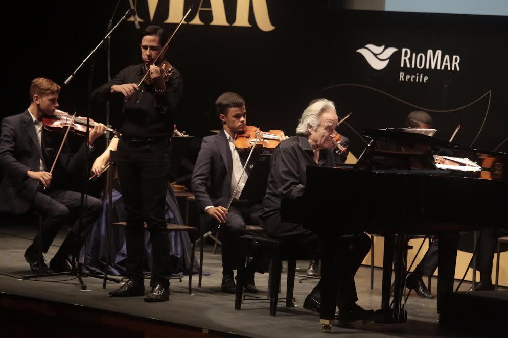 Maestro João Carlos Martins e Orquestra Criança Cidadã