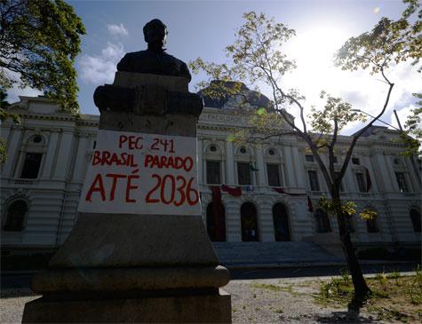 Faculdade de Direito do Recife segue ocupada