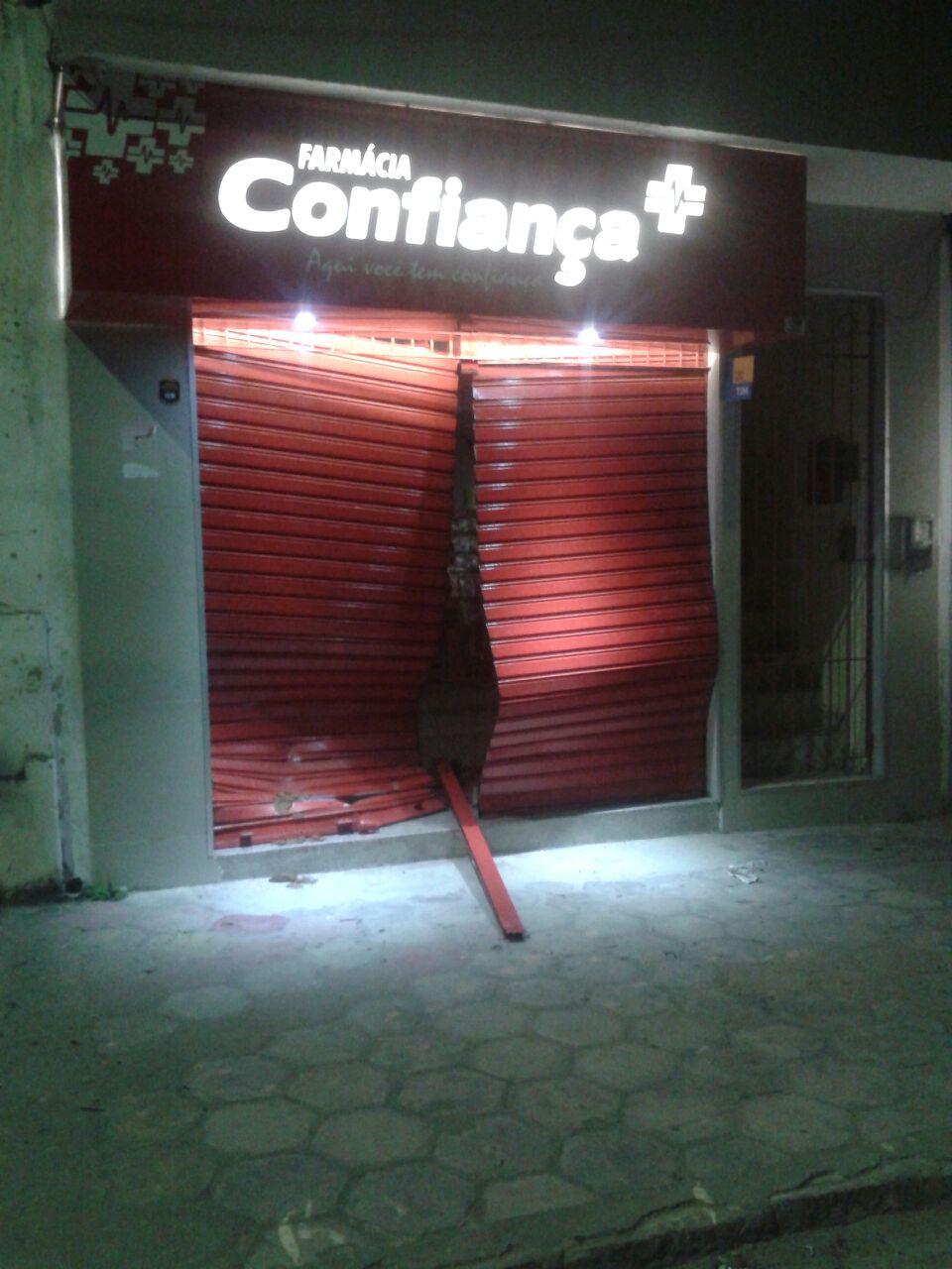 Criminosos explodiram caixas em Gameleira