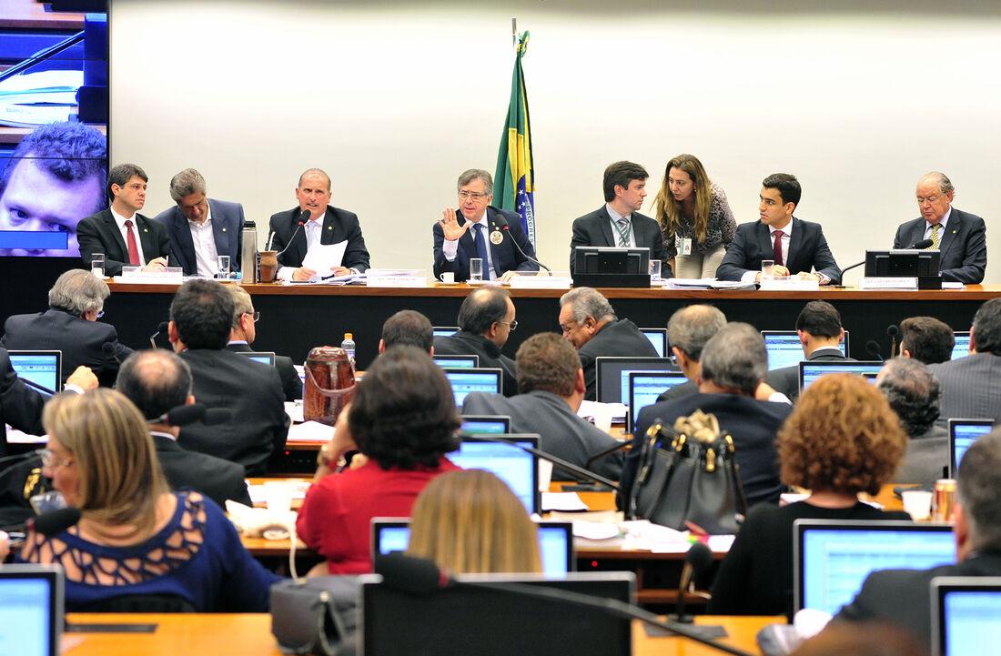 Comissão especial da Câmara dos Deputados aprovou por unanimidade a proposta anticorrupção