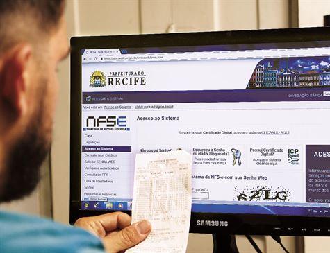 Boleto pode ser obtido no site da Prefeitura do Recife