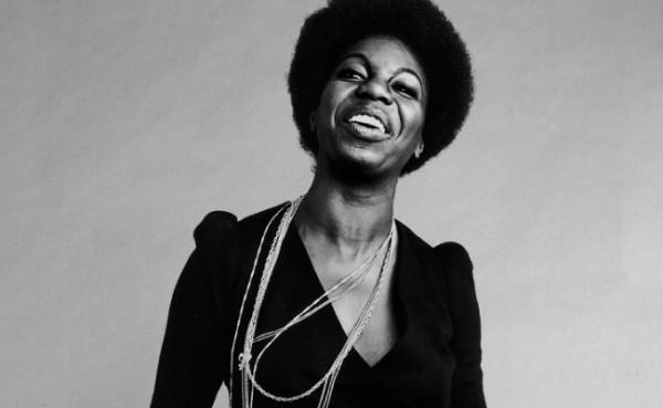 Nina Simone se tornou uma das cantoras mais célebres do soul e uma firme ativista pelos direitos civis,