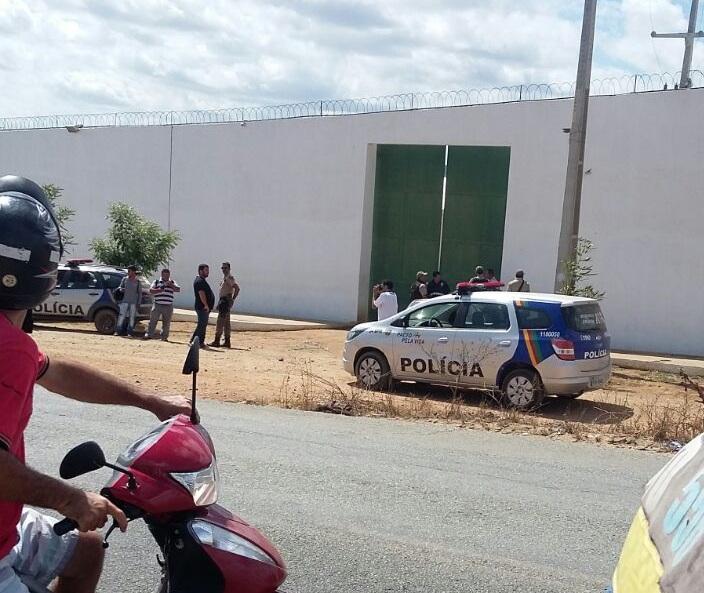 Equipes da PM foram enviadas para o presídio de Santa Cruz do Capibaribe