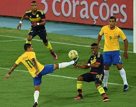 Dudu e Diego Souza em lance do jogo