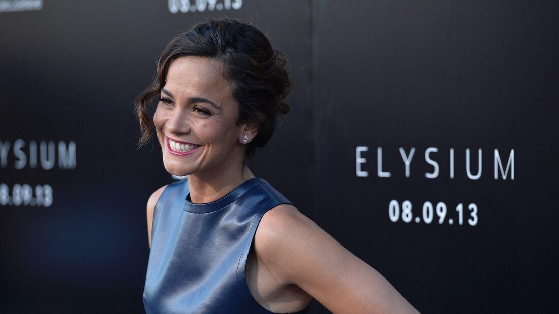 """Produtora """"Los Bravos"""", de atriz Alice Braga, também produziu seriado """"3%"""""""