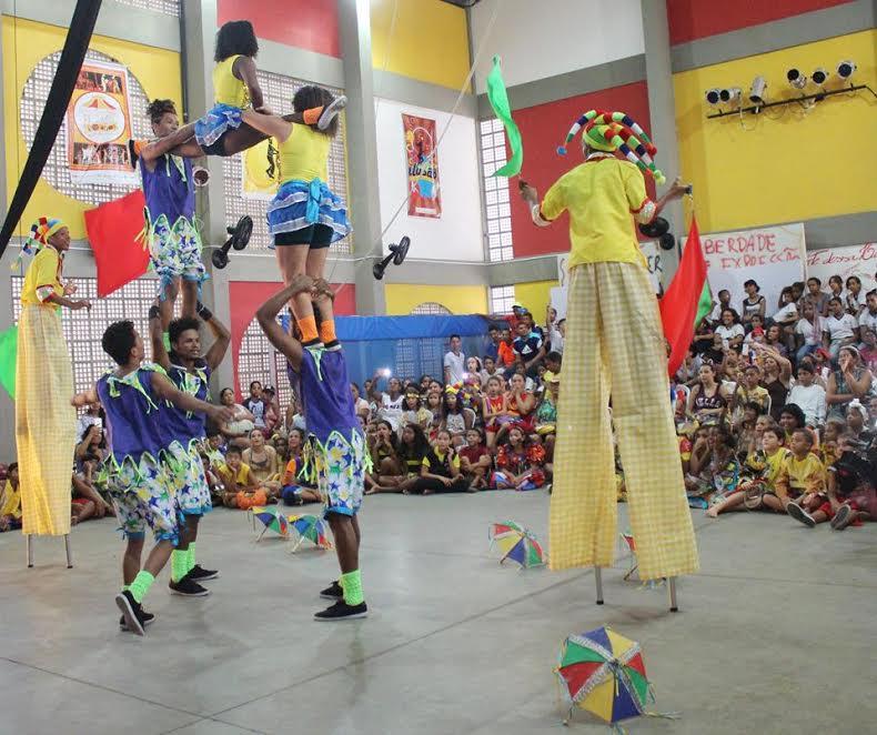 A Escola Pernambucana de Circo exibirá várias atrações para os foliões do Abanadores do Arruda