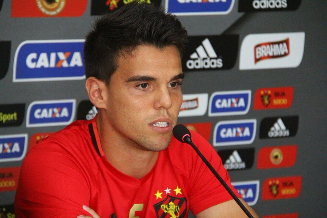 Volante Rodrigo é apresentado no Sport