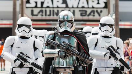 """Entre as atrações do novo parque está a recriação de uma batalha entre a Resistência e a Primeira Ordem, grupos que aparecem no filme """"Star Wars, Episódio 7 - O Despertar da Força"""""""