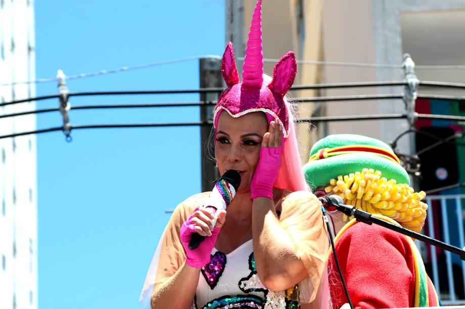 Carla Perez pode desembolsar até R$ 135 mil por desrespeitar a regra