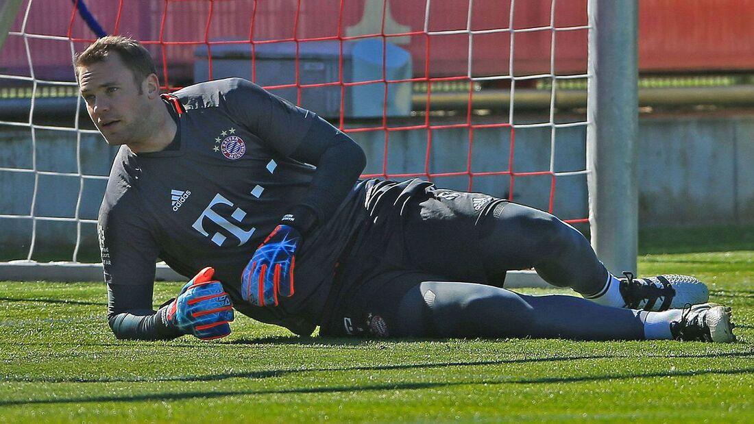 Goleiro Manuel Neuer durante treino do Bayern de Munique