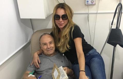 Stênio Garcia fraturou a 10ª e 11ª costela após sofrer tombo dentro de casa
