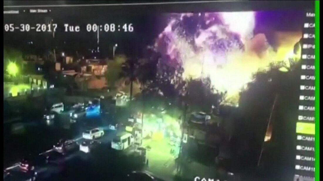 Imagens da câmera de segurança no momento de uma explosão