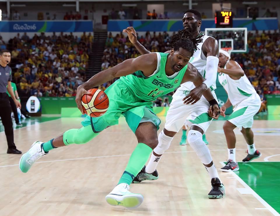 Seleção masculina de basquete em ação na Rio-2016