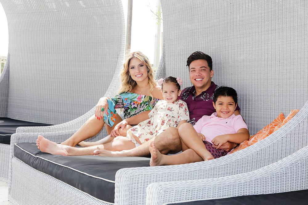 Safadão, a esposa e os filhos em Miami