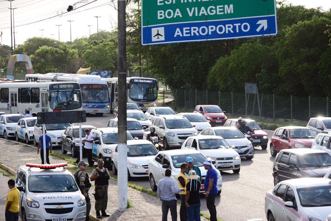 Concentração do protesto dos taxistas em frente ao Centro de Convenções