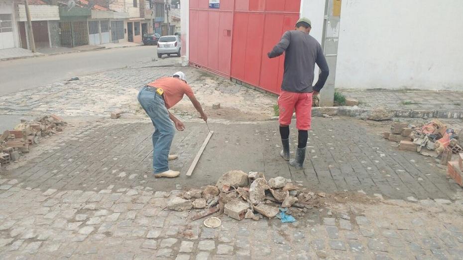 Canecas são vendidas e o arrecadado será destinado para a Associação dos Portadores de Deficiência de Caruaru (Apodec)